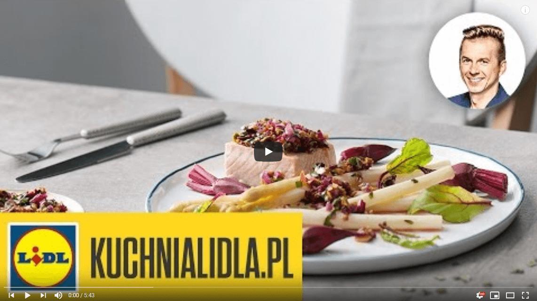 Łosoś zsalsą zbotwinki imaślanymi szparagami – Karol Okrasa – Przepisy Kuchni Lidla