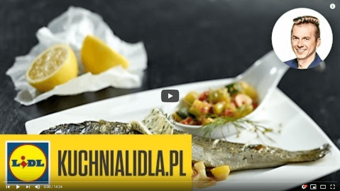 Aromatyczny pstrąg pieczony wziołach – Karol Okrasa – przepisy Kuchni Lidla
