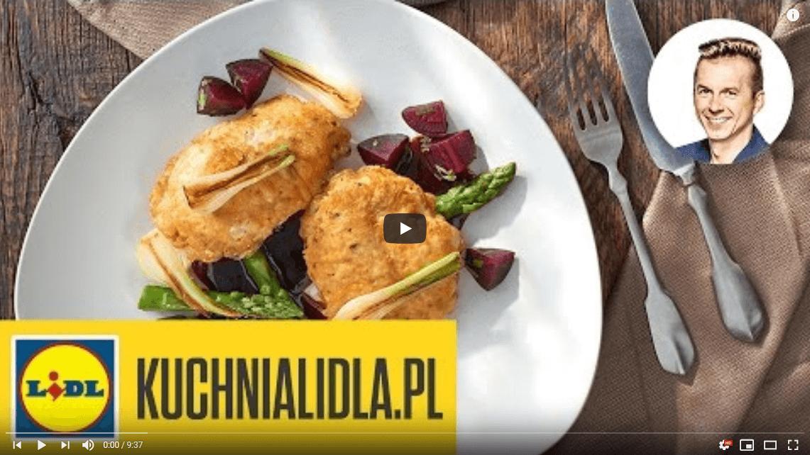 Pierś kurczaka worzechach isałatka zburaków – Karol Okrasa – Przepisy Kuchni Lidla