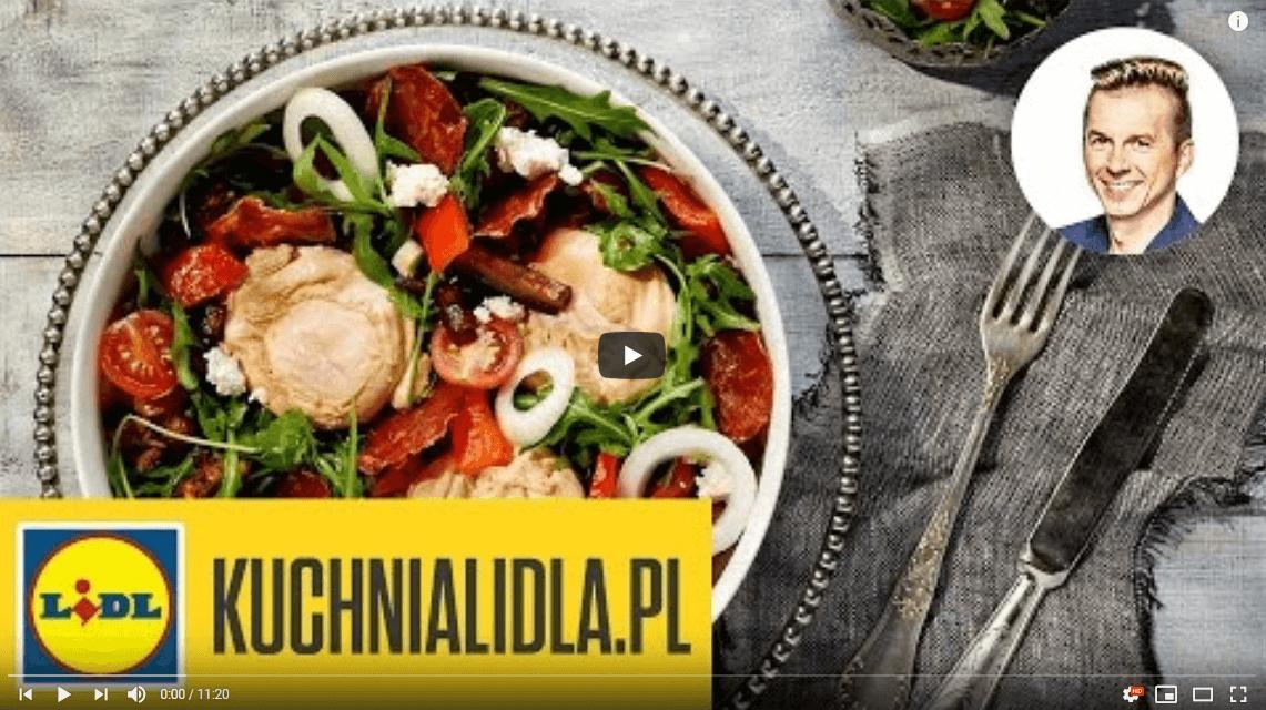 Sałatka chlebowa zjajem poszetowym – Karol Okrasa – Przepisy Kuchni Lidla