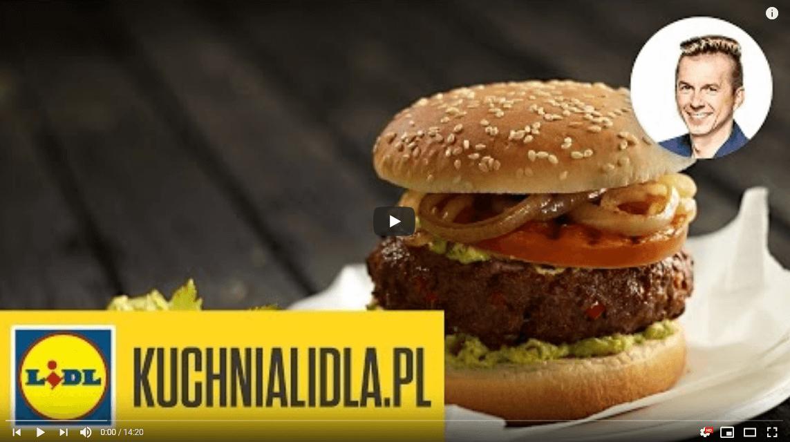Najlepszy hamburger zgrillowanym pomidorem icebulą – Karol Okrasa – przepisy Kuchni Lidla